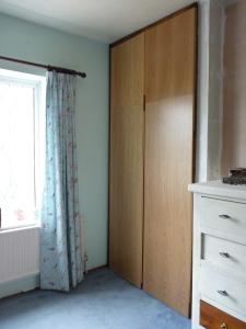 Eh, voila! Bath panels to wardrobe doors - not bad!