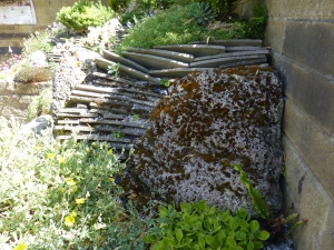 Can we re-cycle our slates and create a vertical slate garden bed?