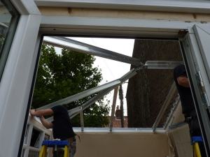 Aluminium frame now on, replacing the old structure that held the polycarbonate roof.
