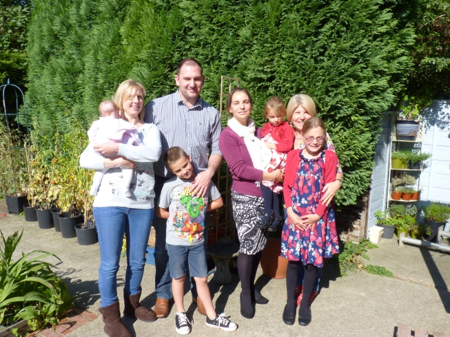 From left to right - Marleigh with Mummy, Nic, Uncle Dan with the smiley Matthew, Hannah with the shy (not really) Daisy, Gran with Madeleine (the Number 1 granddaughter)