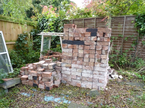 Now that's what I call tidy! Whole bricks neatly stacked and half bricks as stacked as possible. Well worth the ten barrow-loads!