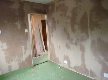Plaster drying out nicely - it won't be painted by Saturday!!